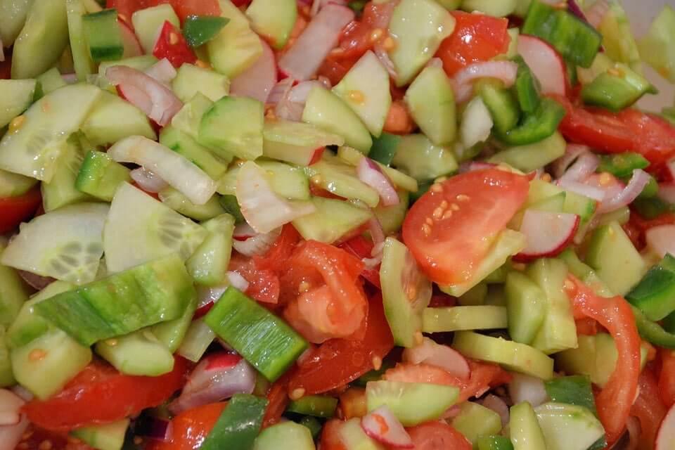 calorias ensalada pepino y tomate